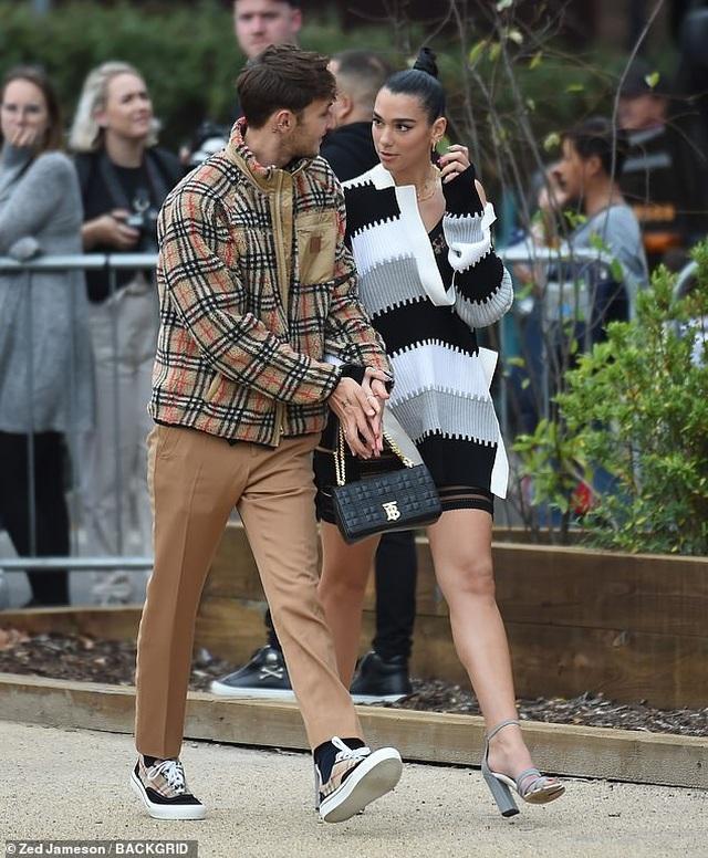 Dua Lipa và Anwar Hadid đẹp đôi đi xem show thời trang - 6