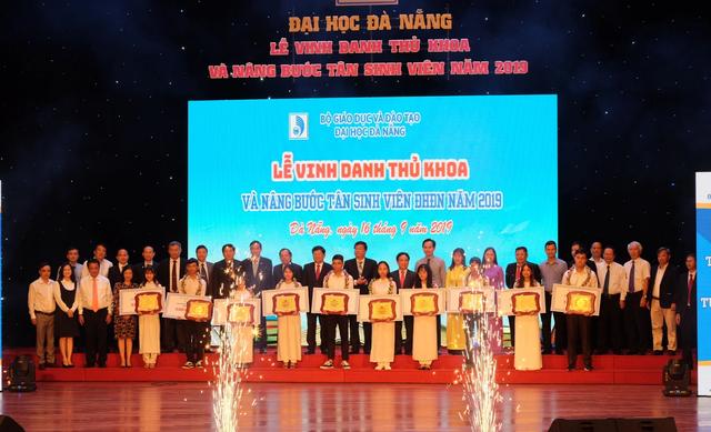 Đại học Đà Nẵng vinh danh thủ khoa 2019 - 2