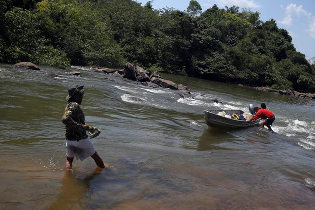"""Thảm cảnh của thổ dân rừng Amazon khi """"lá phổi xanh"""" ngày càng teo nhỏ - 3"""