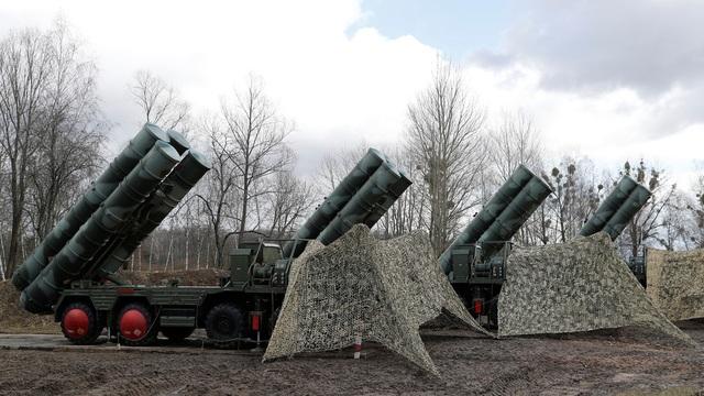 """Ông Putin chào hàng """"Rồng lửa"""" S-400 cho Ả rập Xê út - 1"""