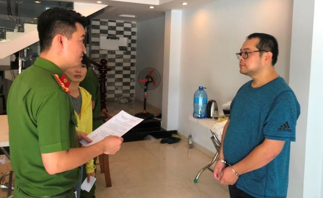 """Thuê gái trẻ đóng """"phim sex"""", 5 người Trung Quốc bị bắt cùng phiên dịch - 1"""