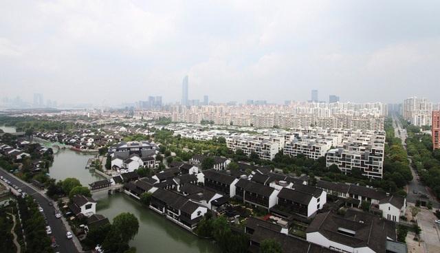 Các khu công nghiệp khổng lồ của Trung Quốc phải tranh giành nhau để giữ chân các công ty nước ngoài - 2