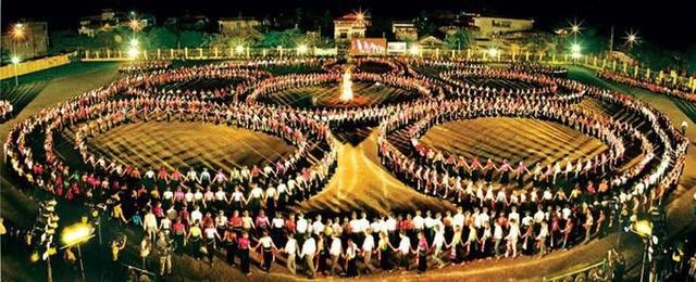Yên Bái tổ chức màn múa xòe Thái kỷ lục với 5000 người tham dự - 1