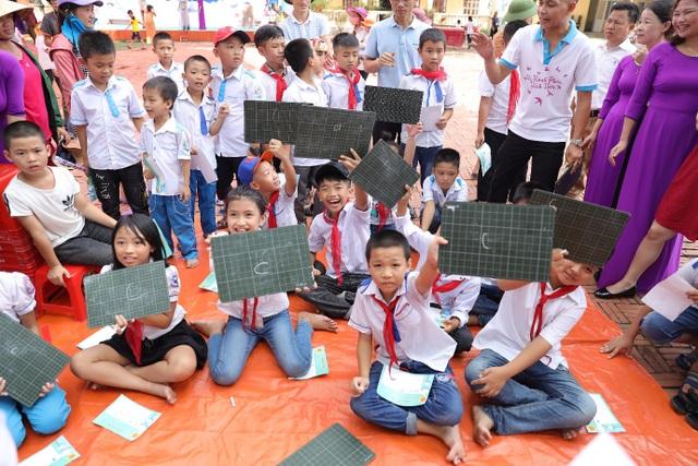 Thêm 20 trường Tiểu học tại Nghệ An hưởng lợi từ việc trang bị tủ sách trong nhà trường - 1