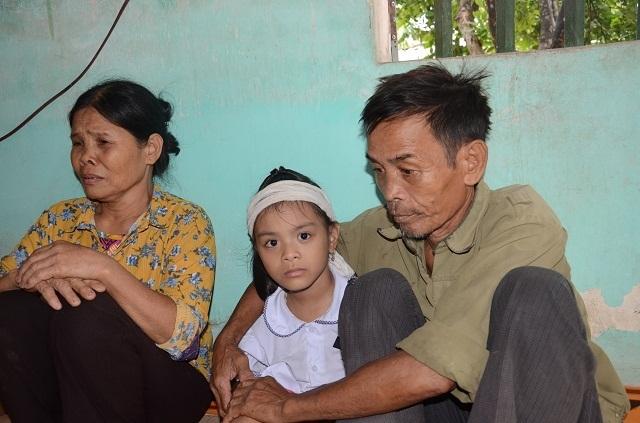Làm sổ tiết kiệm cho bé gái 6 tuổi duy nhất sống sót trong gia đình bị đất đá vùi lấp - 2