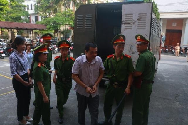 122 người liên quan vắng mặt  trong phiên xử vụ gian lận điểm thi ở Hà Giang - 7