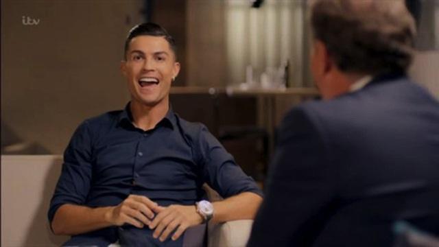"""""""Đỏ mặt"""" nghe C.Ronaldo chia sẻ chuyện phòng the cùng cô bạn gái nóng bỏng - 2"""