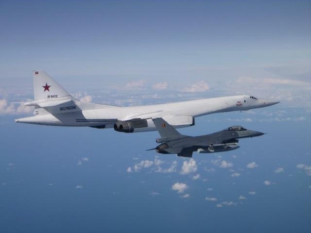 """""""Chim sắt"""" 5 nước NATO dàn hàng đề phòng máy bay ném bom Nga - 1"""
