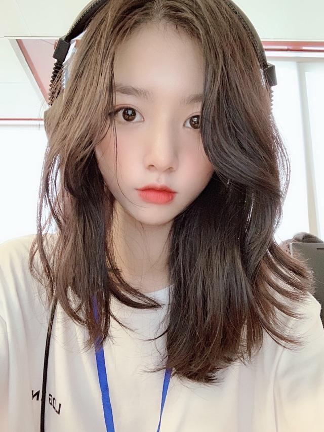 Báo Trung Quốc gọi hot girl trường Kinh tế quốc dân là nữ thần thế hệ mới - 6