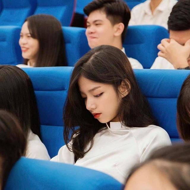 Báo Trung Quốc gọi hot girl trường Kinh tế quốc dân là nữ thần thế hệ mới - 2