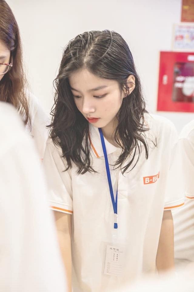 Báo Trung Quốc gọi hot girl trường Kinh tế quốc dân là nữ thần thế hệ mới - 4