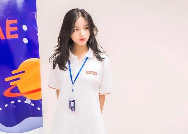Báo Trung Quốc gọi hot girl trường Kinh tế quốc dân là nữ thần thế hệ mới - 3