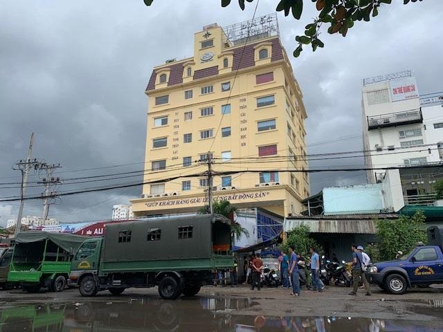 Cảnh sát phong tỏa trụ sở, bắt tạm giam Chủ tịch HĐQT Công ty địa ốc Alibaba - 5