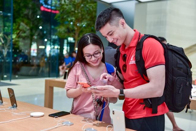 """Dân """"săn"""" iPhone 11 khắp châu Á đổ về Singapore chực chờ trước cửa Apple Store - 6"""