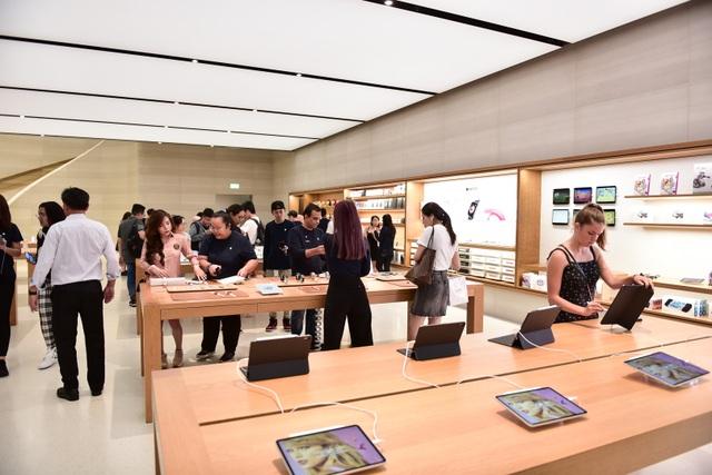 """Dân """"săn"""" iPhone 11 khắp châu Á đổ về Singapore trực chờ trước cửa Apple Store - Ảnh minh hoạ 7"""