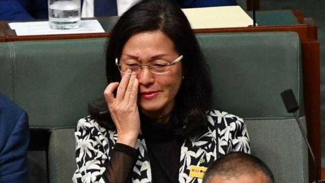Nghị sĩ Úc bật khóc trước quốc hội vì bị nghi dính dáng tới Trung Quốc - 1