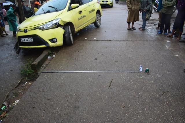 Khởi tố 2 đối tượng cầm súng AK đi cướp taxi - 2