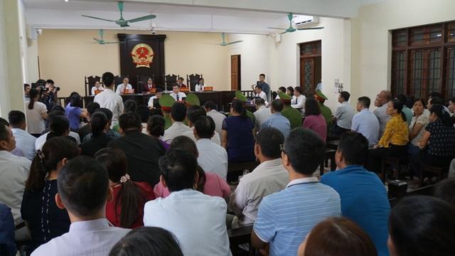 122 người liên quan vắng mặt  trong phiên xử vụ gian lận điểm thi ở Hà Giang - 1