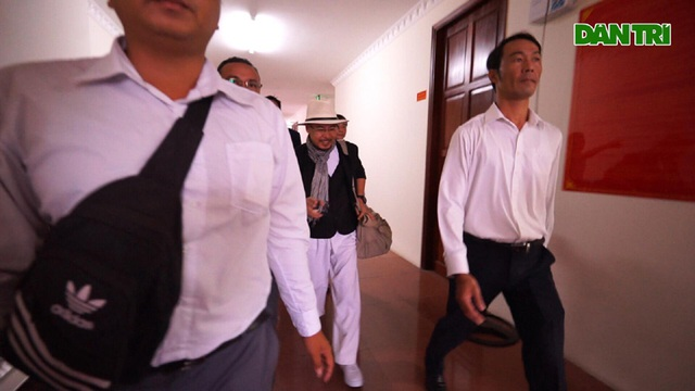 Hoãn phiên xử kín vụ án ly hôn của vợ chồng ông chủ cà phê Trung Nguyên - 4