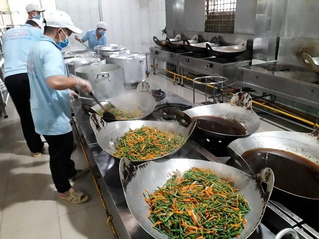 """Nhiều khâu trung gian """"ăn"""" hết khẩu phần cơm của công nhân - 1"""