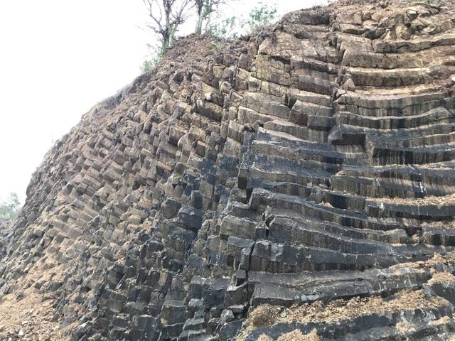Nhiều vách đá tương tự danh thắng Gành Đá Đĩa mới được phát hiện tại Phú Yên - 3