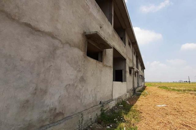 Trường được đầu tư 7 tỷ đồng dở dang, hàng trăm trẻ thiếu phòng học - 3