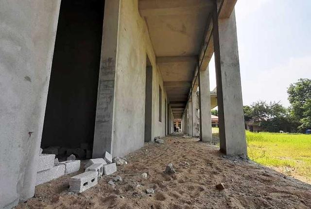Trường được đầu tư 7 tỷ đồng dở dang, hàng trăm trẻ thiếu phòng học - 9