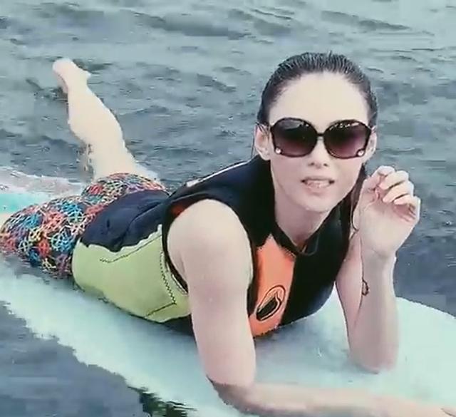 Trương Bá Chi vui vẻ đi chèo thuyền giữa tin đồn chồng cũ sắp kết hôn