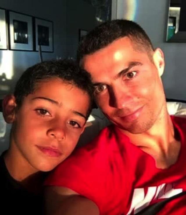 C.Ronaldo khủng hoảng niềm tin sau scandal hiếp dâm - 3