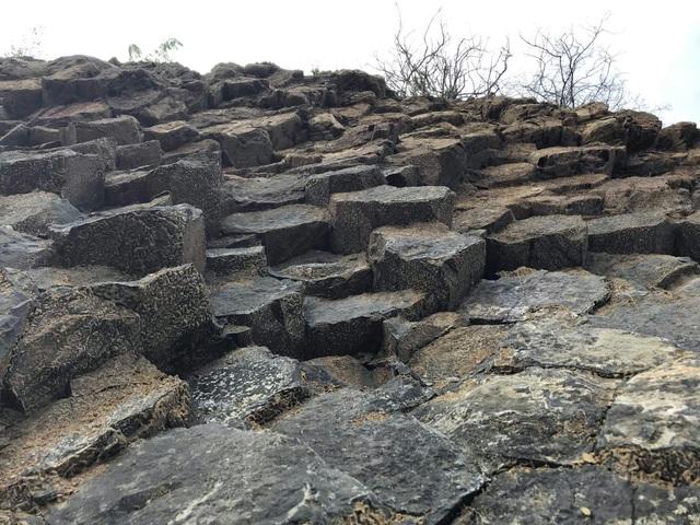 Nhiều vách đá tương tự danh thắng Gành Đá Đĩa mới được phát hiện tại Phú Yên - 2