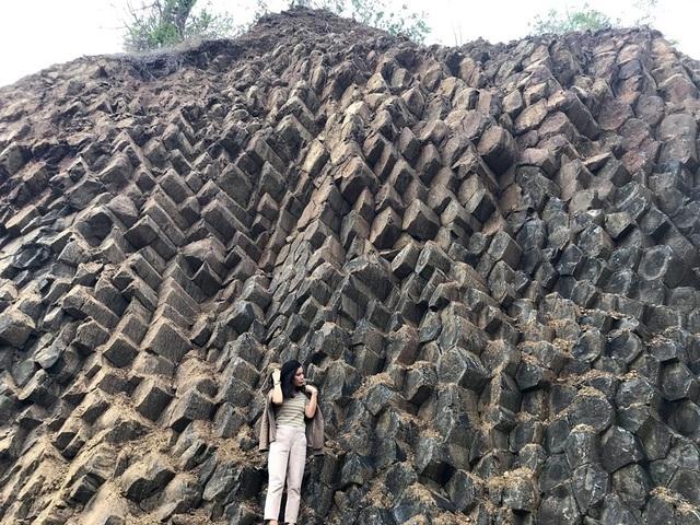Yêu cầu dừng khai thác đá ở khu vực có các vách đá giống danh thắng Gành Đá Đĩa - 2