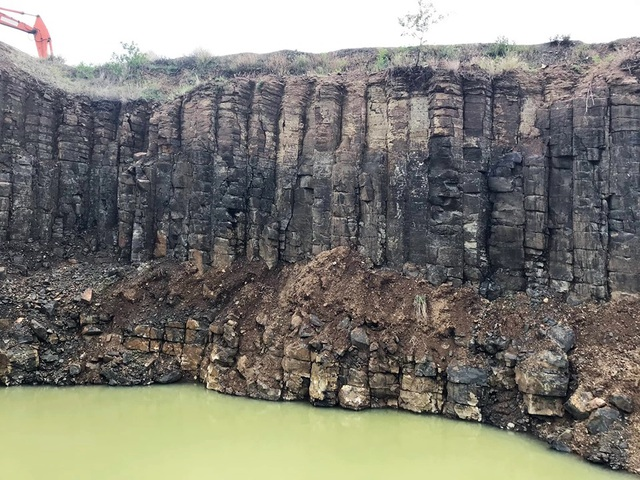 Nhiều vách đá tương tự danh thắng Gành Đá Đĩa mới được phát hiện tại Phú Yên - 5
