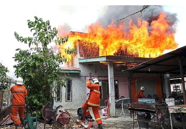 Châm lửa đốt hết 12 ngôi nhà chỉ vì muốn…. gặp lính cứu hỏa! - 2