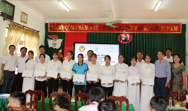 Học bổng SEED trao hơn 2,2 tỷ đồng cho học sinh nghèo vượt khó Quảng Bình - 1