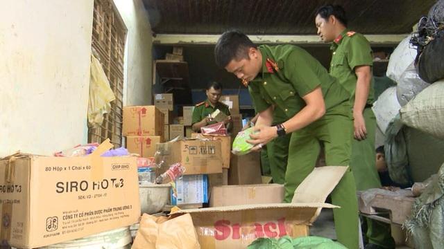 Phát hiện kho chứa dược liệu, thuốc tân dược không rõ nguồn gốc giữa trung tâm TP Đà Nẵng - 1