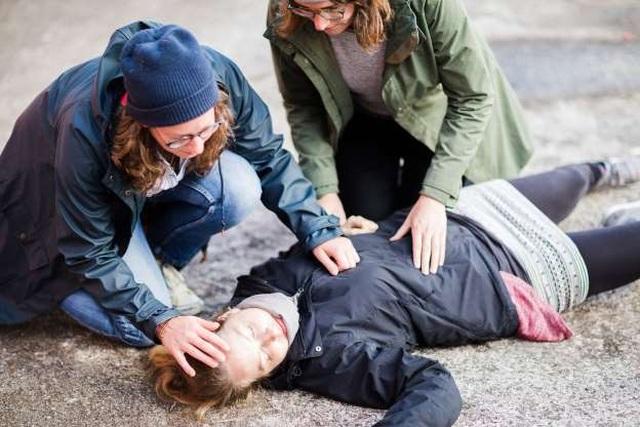 Những kỹ năng sơ cứu đáng học hỏi phòng tình huống khẩn cấp - 1