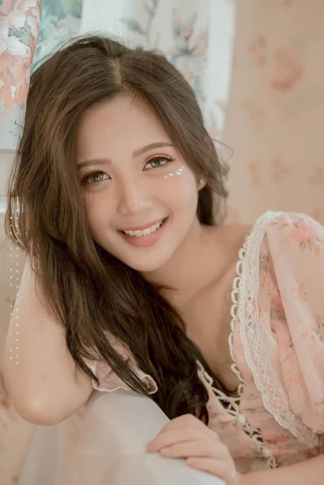 Thiếu nữ Hà thành xinh đẹp hút hồn, kiếm hàng chục triệu đồng mỗi tháng - 7