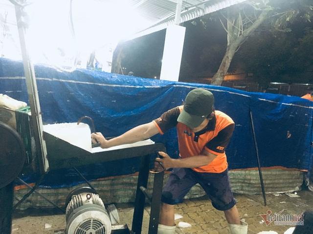 Vác đá lạnh xuyên đêm, anh công nhân phấn khởi nhận 400 ngàn đồng - 10