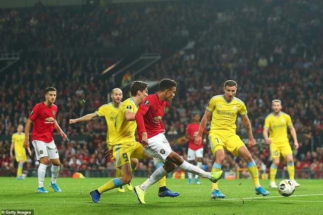 """Arsenal thắng đậm Frankfurt, MU chật vật vượt qua """"tí hon"""" - 3"""