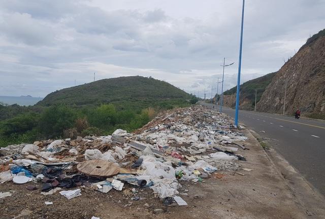 Đường đèo tuyệt đẹp ở phía bắc Nha Trang bị rác xây dựng tấn công - 6