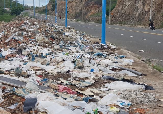 Đường đèo tuyệt đẹp ở phía bắc Nha Trang bị rác xây dựng tấn công - 10