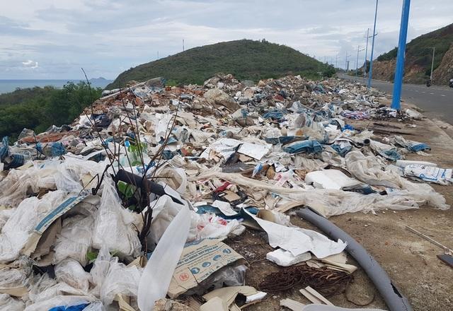 Đường đèo tuyệt đẹp ở phía bắc Nha Trang bị rác xây dựng tấn công - 3