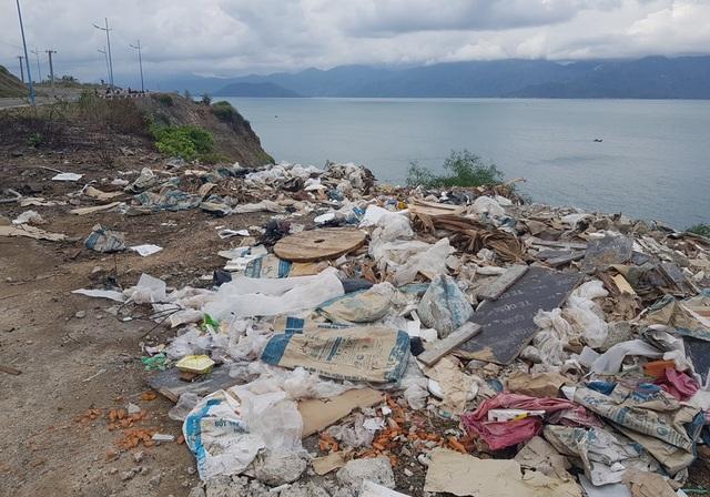 Đường đèo tuyệt đẹp ở phía bắc Nha Trang bị rác xây dựng tấn công - 8