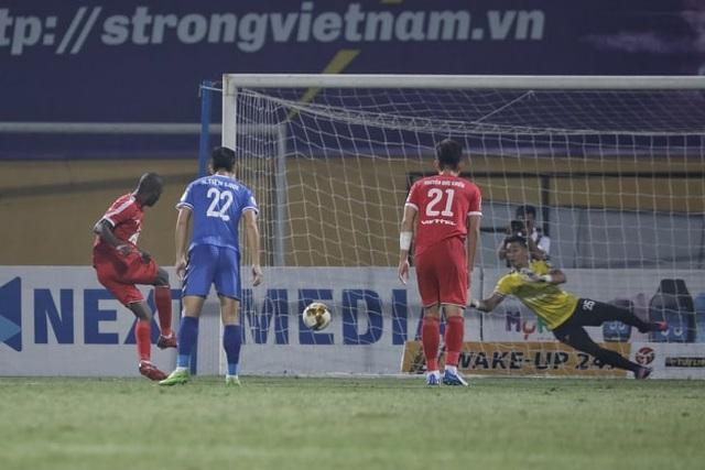 """Trọng tài """"bẻ còi"""", Viettel thắng Bình Dương sau trận cầu tranh cãi - 3"""