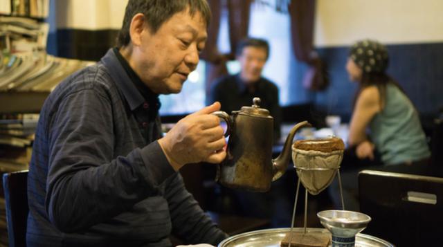 Cốc café hơn 20 triệu đồng, làm từ hạt café ủ trong 22 năm - 2