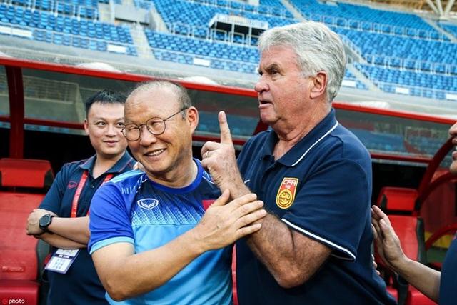 """Báo Trung Quốc: """"Thuê Hiddink thật tốn tiền, phí thời gian"""""""
