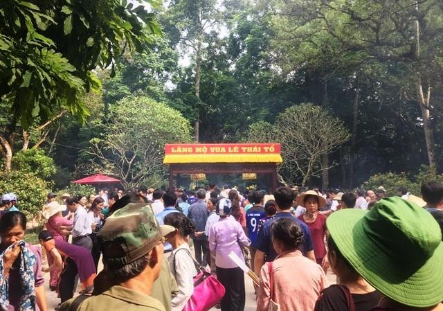 Hàng vạn người hướng về vùng đất thiêng Lam Kinh - Ảnh minh hoạ 6