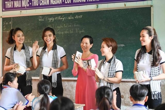 Uyên Linh từng rớt hàng chục cuộc thi hát trong gần 10 năm - 6