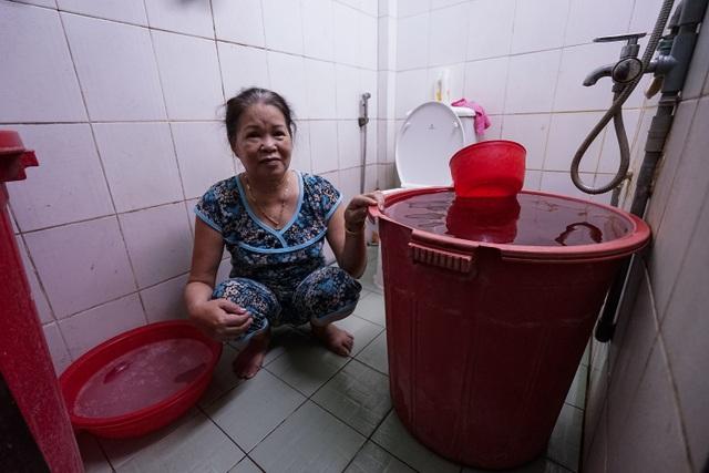 TPHCM: Nước máy quá bẩn chỉ dùng để... tưới cây, người dân lo thắt ruột! - 10