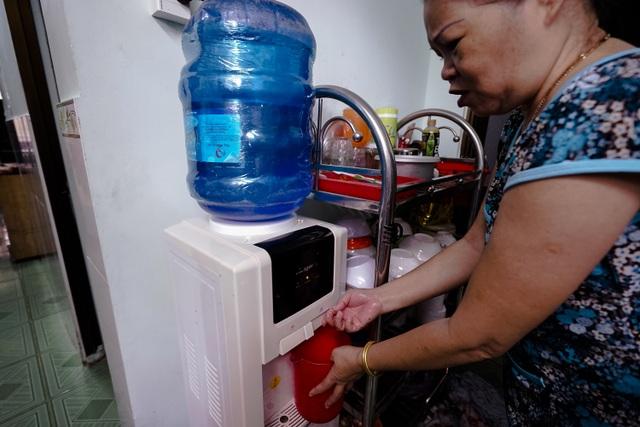 TPHCM: Nước máy quá bẩn chỉ dùng để... tưới cây, người dân lo thắt ruột! - 11